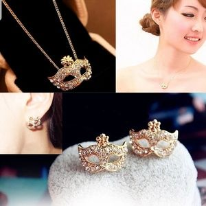 Jewelry - SALES!!Fashion Necklace and Earrings Set